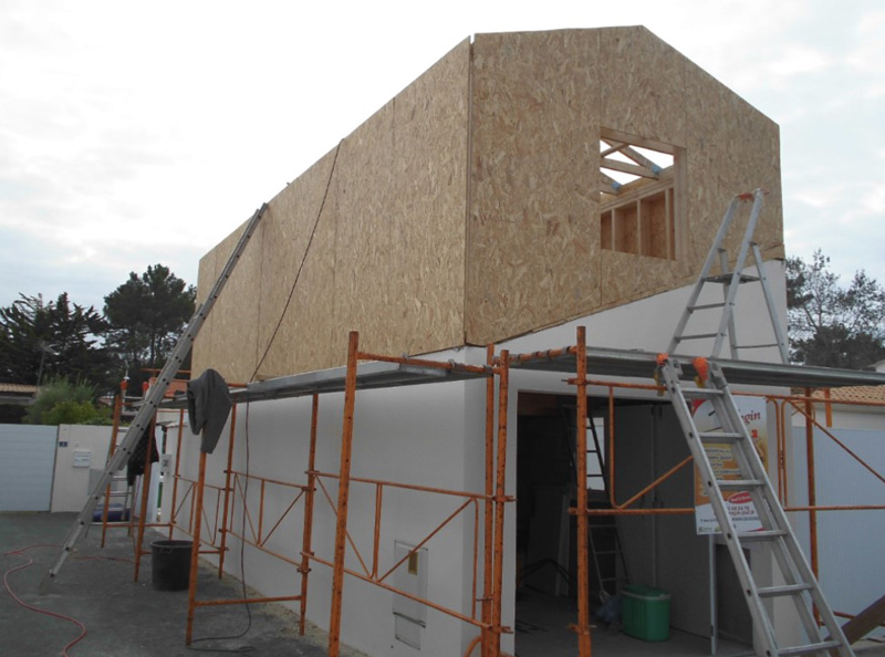 Construction d'une maison en ossature bois par la menuiserie à la Roche sur Yon Longin Joel