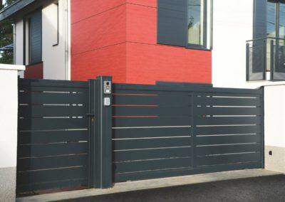 Portail aluminium coulissant avec portillon
